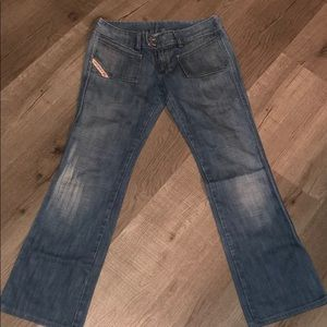 Like new Diesel low rise hush jeans In size 29!